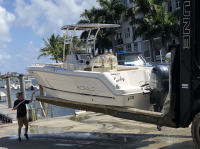 2017 R222 ES Robalo with SG300 T-Top