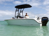 2005 Trophy 1703 Center Console with SG300 T-Top